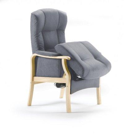 Sorø seniorstol med sædeløft her med lakeret birk og stella 804