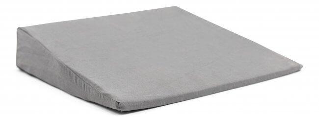 skråpude til seng Skråpude til seng, sofa eller bil   45x45x8 cm.   grå skråpude til seng