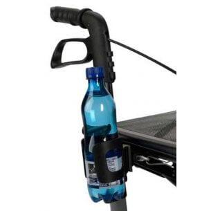 Flaskeholderen sidder nemt tilgængeligt ved skubbehåndtaget