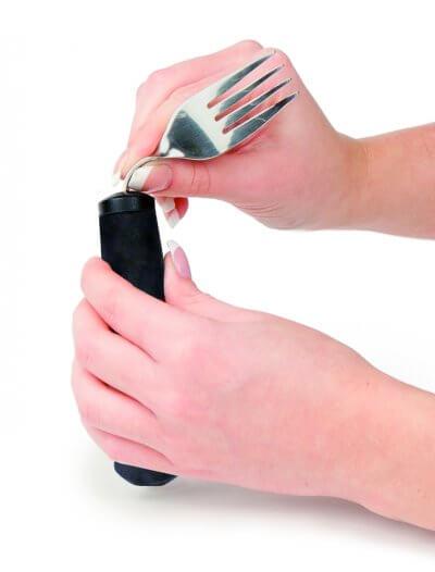 Gaffel med tykt skaft, hovedet kan justeres, så bevægelsen for at spise bliver mindre, anbefales af Gigtforeningen, tykt skaft