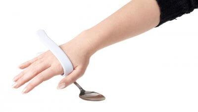 Sådan sidder den fast på hånden