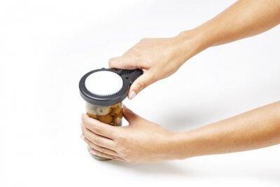 Praktisk hjælpemiddel til at åbne glas og andet emballage, gør det muligt at bruge hele hånden
