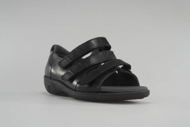 15653a0873e Klassisk sort lædersandal fra New Feet med velcroremme