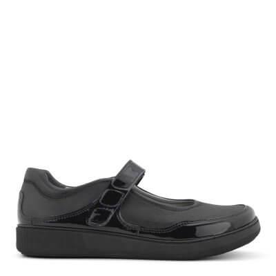 Skoen er syet i en kombination af glat skind og strækskind.