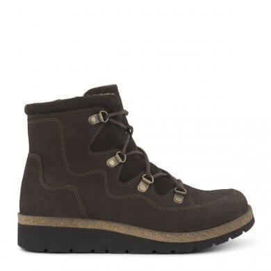 Skoen er lavet i olieimprægneret kalveskind.
