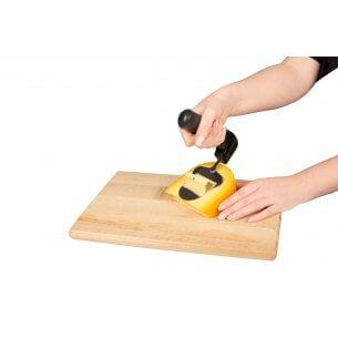 Ostehøvl med ergonomisk håndtag, skånsomt mod håndled, anbefales af ergoterapeuter for personer med gigt eller seneskedebetændelse